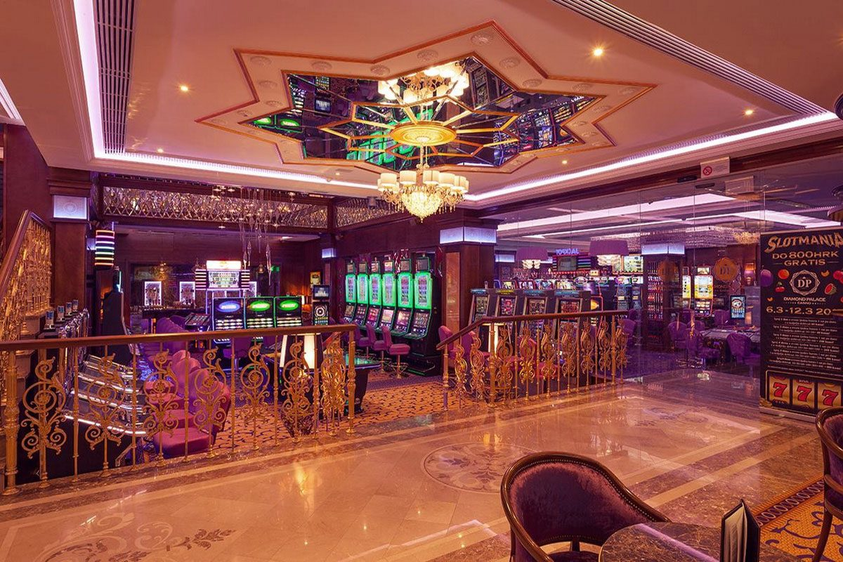 интерьер игрового зала казино
