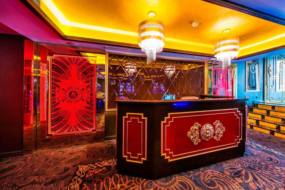 ресепшн в казино