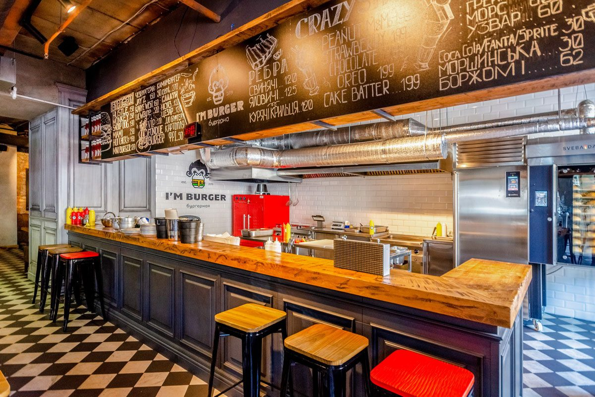 деревяный интерьер ресторана