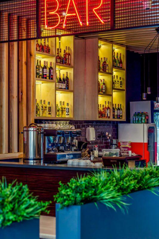 бар из дерева